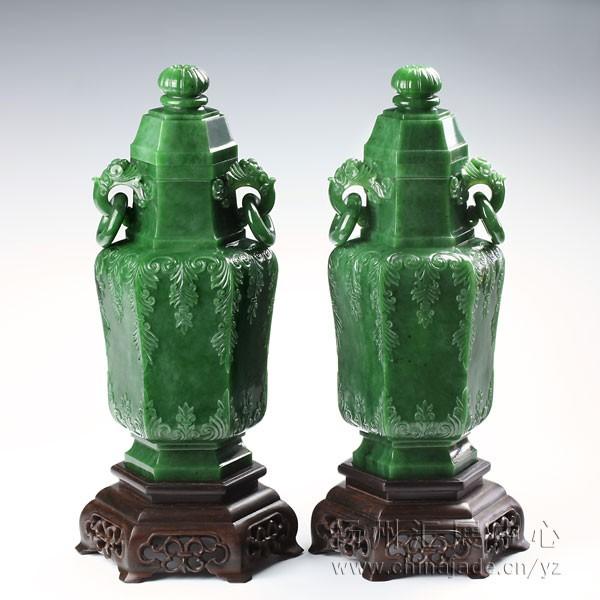 碧玉-六角缠枝纹饰瓶
