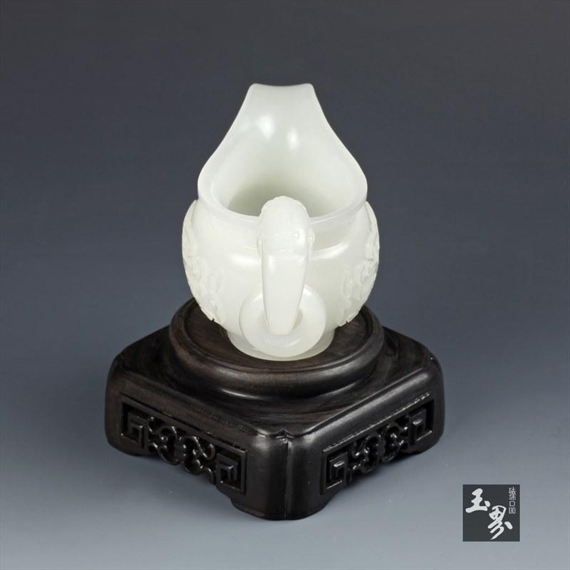 白玉-饕餮纹螭龙匜
